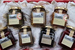 Preserves Food Hamper - jams & preserves