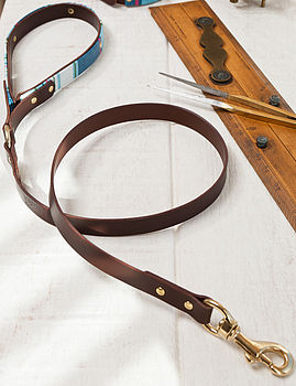 Deckchair stripe dog lead in brown leather and brass fittings