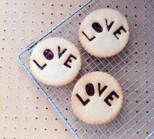 Box Of Eight 'Love' Jammie Biscuits - brand new sellers