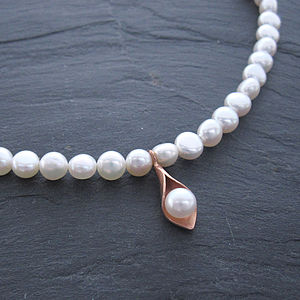 Calla Lily Rose Gold Pearl Necklace
