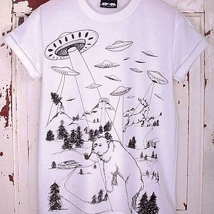 'Bear Abduction' T Shirt