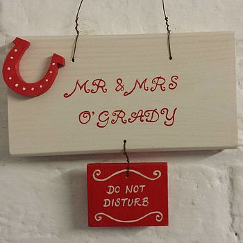 Mr And Mrs Sign With Horseshoe