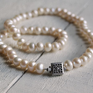 Vintage Style Square Clasp Pearl Necklace