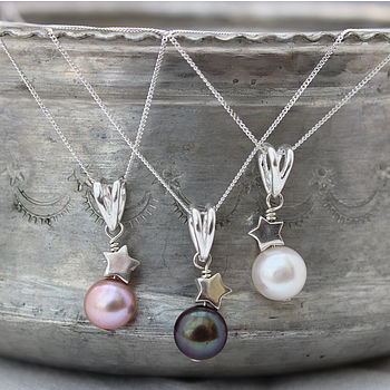 Pearl Pendant With Star