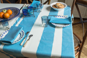 Capri Tablecloth Set With Six Napkins