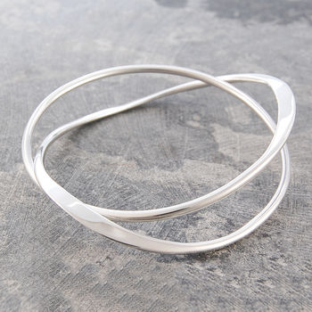 Curve Infinity Solid Silver Bangle