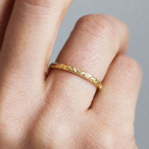 Fairtrade 18ct Gold Engraved Wedding Ring 2mm - shoreline wedding trend