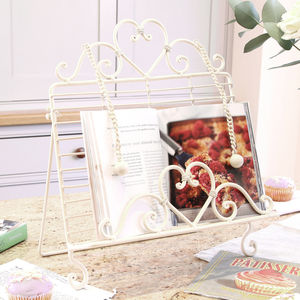 Country Heart Cream Cookbook Stand