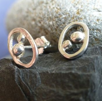 Silver Oxygen Stud Earrings