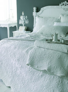 Ivory French Style Quilted Kingsize Bedspread Set