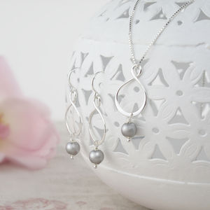 Aida Grey Pearl Pendant And Earring Set - earrings