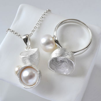 Silver Pearl Cup Jewellery Set