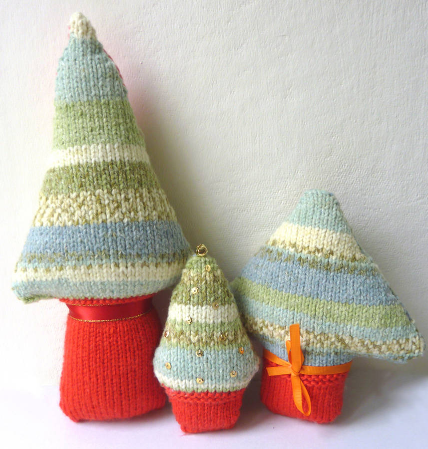 homepage > GIFT HORSE KNIT KITS > CHRISTMAS FAMILY TREE KNITTING KIT