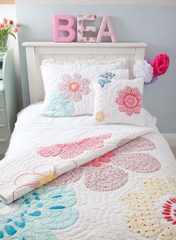 Daisy Floral Quilted Pillowcase