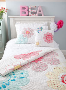 Daisy Floral Quilted Pillowcase - bedroom