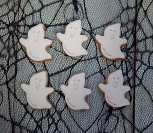 Friendly Ghost Biscuit Gift Set - trick or treat food