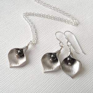 Calla Lily Midnight Jewellery Set - necklaces & pendants