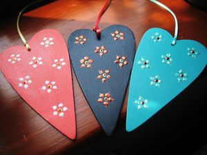 Hanging Daisy Heart - decorative accessories