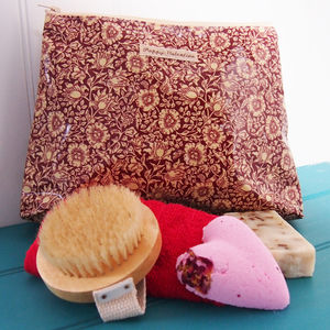 Luxury Pamper Set With William Morris Wash Bag