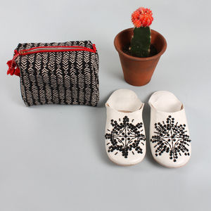 Women's Washbag And Slipper Gift Set, Black - gift sets