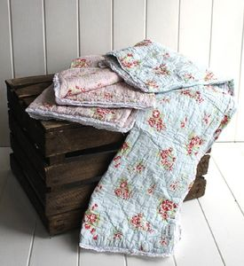 Traditional Pink Floral Cotton Quilt