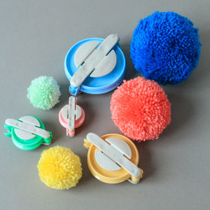 Clever Pom Pom Makers