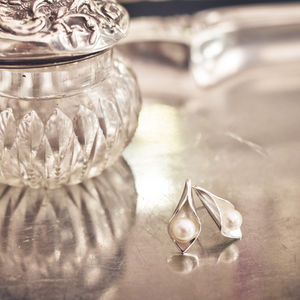Calla Lily Pearl Studs - wedding jewellery