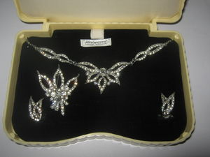 1940's Jewellery Set In Original Bakelite Box