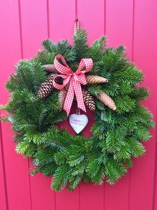 Traditional Fresh Spruce Door Wreath - wreaths