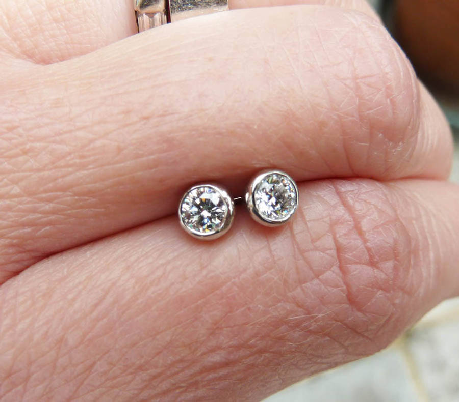 round earrings p gifts apparel platinum stud diamond uk cut costco jewellery brilliant