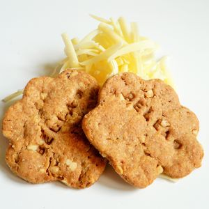 Anya's Cheesy Paw Dog Treats - dogs