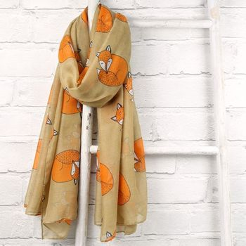 Sleeping Fox Scarf in Beige