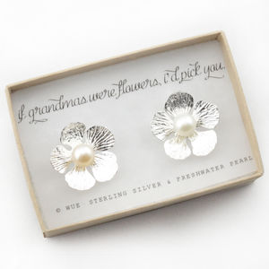 Grandma Gift Flower Pearl Earrings - earrings