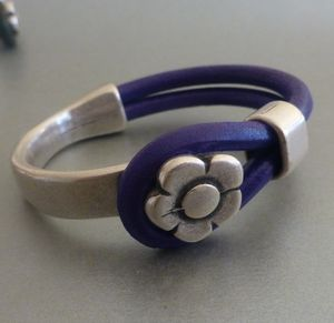 Flower Clasp Silver And Leather Bracelet - women's sale
