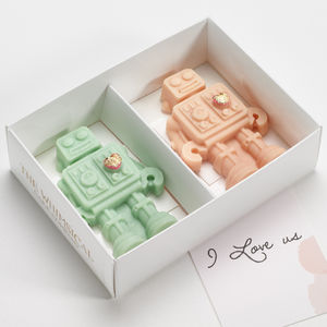 Valentine's Day Robot Couple Chocolates - gifts to eat & drink