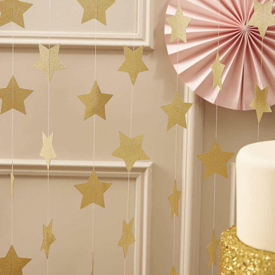 Gold sparkle hanging star garland by ginger ray for Decoracion con estrellas