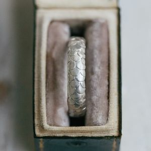 Gents Fish Scale Pattern Wedding Ring