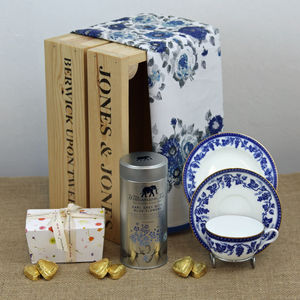 Crate With Vintage Blue And White Grape Wedgwood