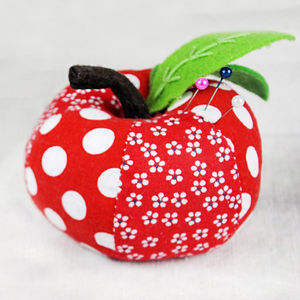 Red Apple Pin Cushion - craft-lover