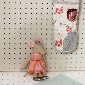 Vintage Style Peek A Boo Linen Mouse