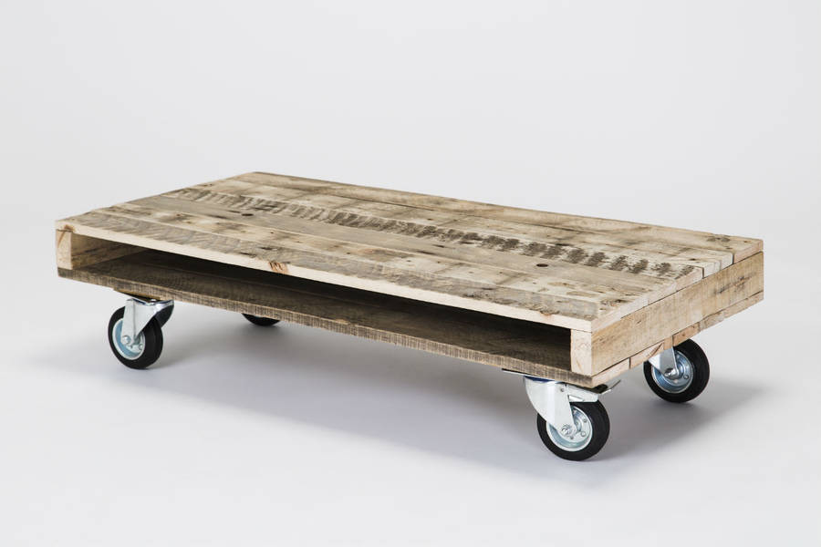 Pallet wood coffee tables on wheels by gas air studios for Coffee tables on wheels