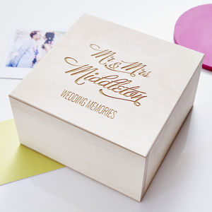 Elegant Personalised Wedding Keepsake Box - 5th anniversary: wood