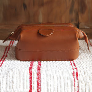 Gladstone Style Leather Washbag - health & beauty