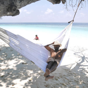 Brilliant White Knitted Double Hammock - garden furniture