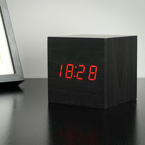Maxi Cube Black Click Clock/Red LED - whatsnew