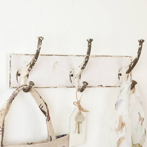 Distressed Ivory Three Hook Board - hooks, pegs & clips