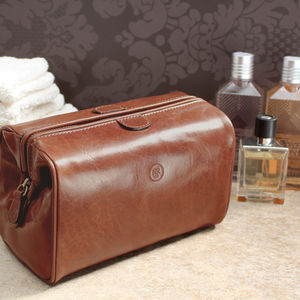 The Finest Italian Leather Wash Bag For Men. 'Duno M' - bathroom