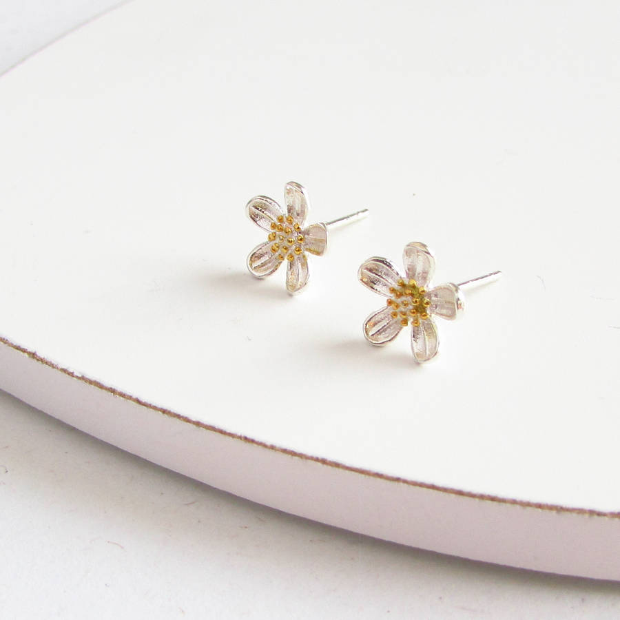 304833eea66ea Sterling Silver Marguerite Flower Stud Earrings